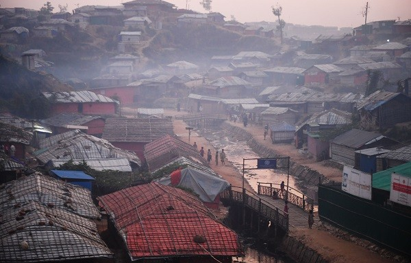 Rohingya refugees walk back to their tent during dusk at the Kutupalong refugee camp (Photo: DIBYANGSHU SARKAR/AFP/Getty Images)