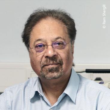 Profesor Sir Tejinder Virdee