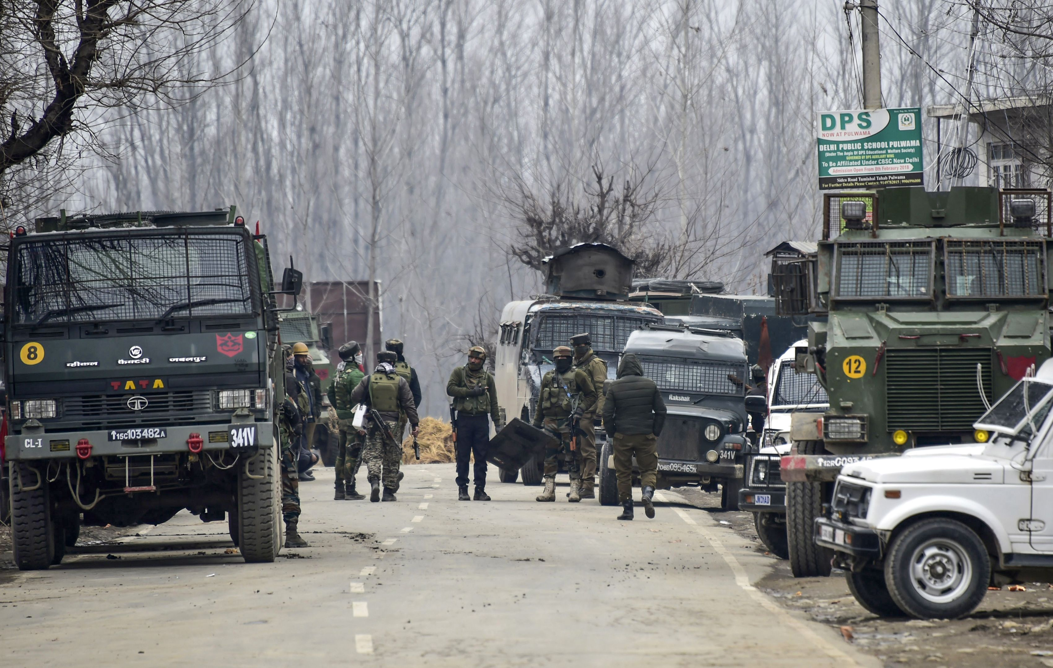 Indian security forces personnel are on manoeuvres as a gunfight with militants has happened that killed 4 soldiers, in South Kashmir's Pulwama district, some 10 km away from the spot of recent suicide bombing, on February 18, 2019.  (Photo: STR/AFP/Getty Images)