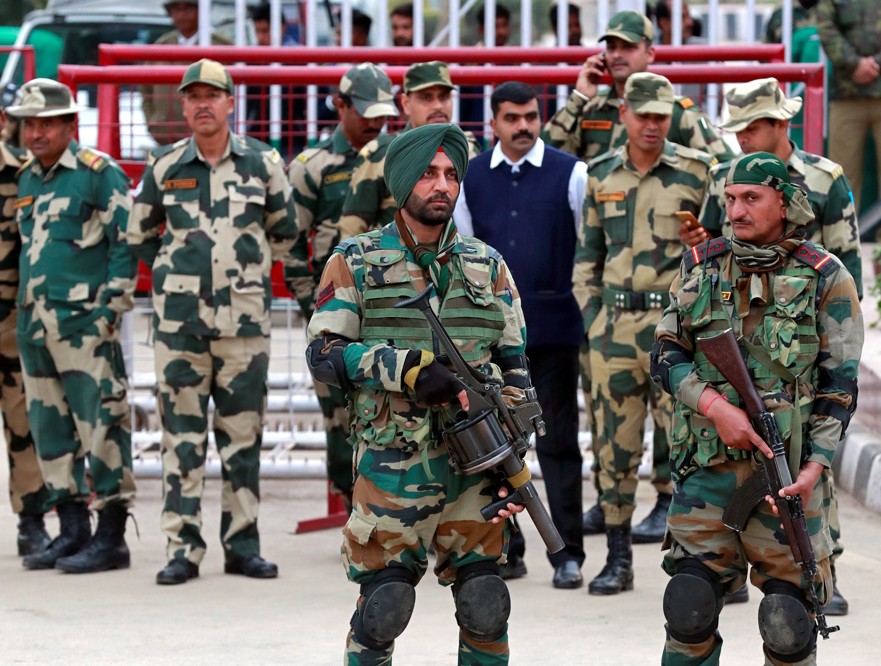 Indian soldiers stand guard before the release of Indian Air Force pilot Wing Commander Abhinandan, who was captured by Pakistan on Wednesday, at Wagah border, on the outskirts of the northern city of Amritsar, India, March 1, 2019. (Photo: REUTERS/Danish Siddiqui)