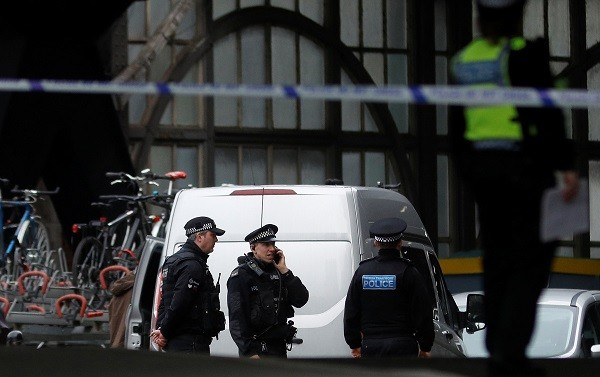 Police officers secure a cordoned off area at Waterloo station near to where a suspicious package was found, in London, Britain, March 5, 2019 (Photo: REUTERS/Peter Nicholls).