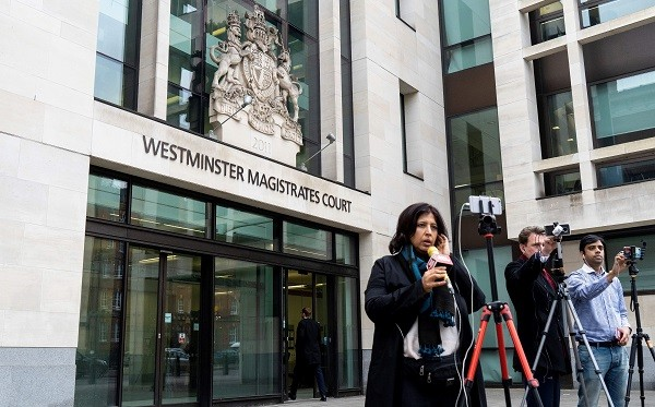 Members of the media report from outside of Westminster Magistrates Court in London on March 20, 2019, following the extradition hearing of Indian jeweller Nirav Modi (Photo: NIKLAS HALLE'N/AFP/Getty Images).