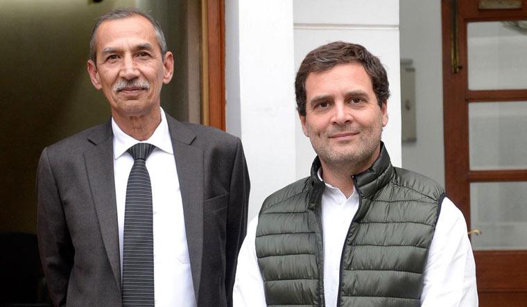 Congress president Rahul Gandhi with Lt Gen. D.S. Hooda (Twitter)