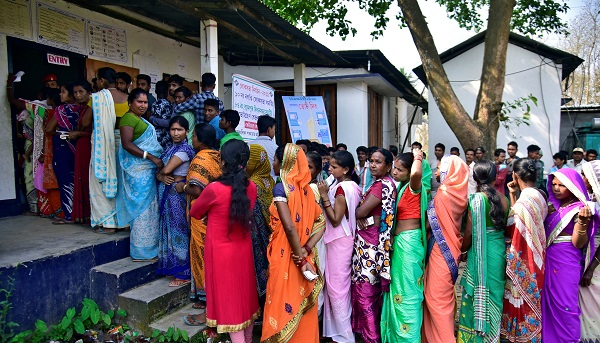 People wait in queues to cast their votes outside a polling station during the second phase of general election in Hojai district in the northeastern state of Assam, India on April 18, 2019 (Photo: REUTERS/Anuwar Hazarika).