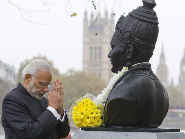 India prime minister Narendra Modi unveiled the statue of 12th century Indian philosopher Basaveshwara in 2015 (AFP Photo)