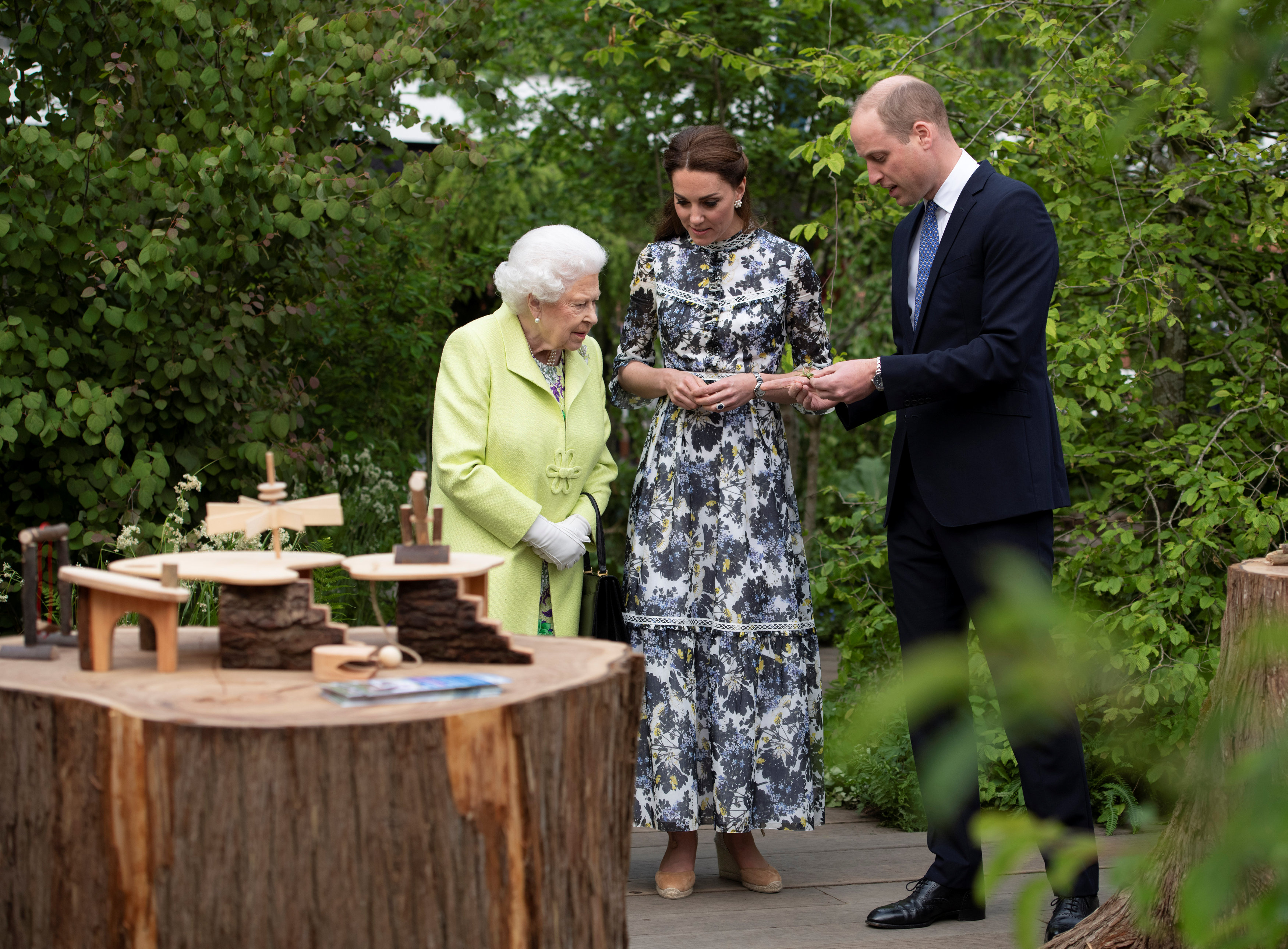 Britain's Queen Elizabeth II, is shown around 'Back to Nature' by Prince William and Catherine Duchess of Cambridge at the Chelsea Flower Show in London, Britain May 20, 2019. (Photo: Geoff Pugh/Pool via REUTERS)