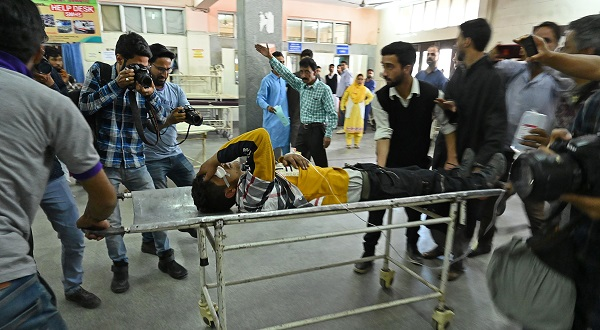 Kashmiri volunteers and medical workers transport an injured youth on a stretcher after he was wounded by pellet-shot during clashes with government forces, at a hospital in Srinagar on May 29, 2019 (Photo: TAUSEEF MUSTAFA/AFP/Getty Images).