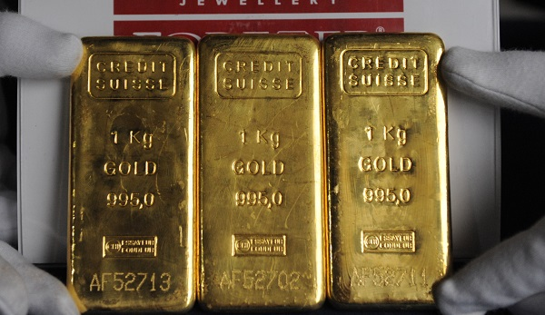 Gold prices in India moved up 10 per cent when compared to the last month and touched a record Rs 35,960 per 10 grams on Tuesday (25) (Photo: SAM PANTHAKY/AFP/Getty Images).