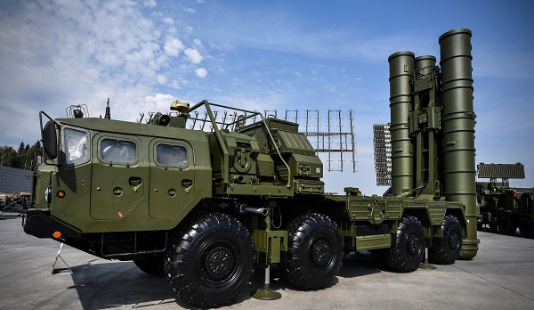 India and Russia signed a $5 billion S-400 air defence system deal in October last year after wide-ranging talks between prime minister Narendra Modi and Russian president Vladimir Putin (Photo: ALEXANDER NEMENOV/AFP/Getty Images).