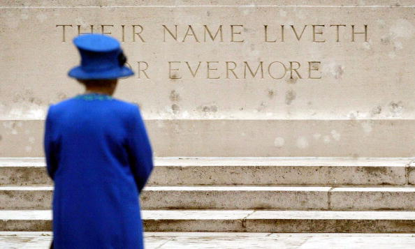 Britain's Queen Elizabeth II holds a minute of silence during her visit at the Stahnsdorf cemetery where British and Commonwealth soldiers killed during the 1st World War are buried (Photo: TOBIAS SCHWARZ/AFP/Getty Images)