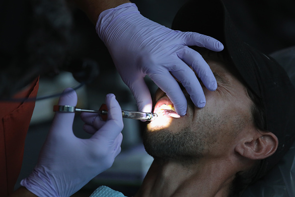 Patient bled to death after dentist pulled out ten teeth (Photo by John Moore/Getty Images)