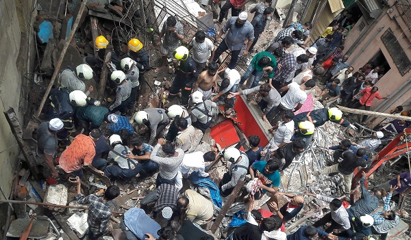 Rescue workers and residents search for survivors at the site of a collapsed building in Mumbai, India, July 16, 2019 (REUTERS/Stringer).