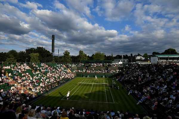 Tennis - Wimbledon - All England Lawn Tennis and Croquet Club, London, Britain - July 2, 2019 General view of John Isner of the US in action during his first round match against Norway's Casper Ruud (Photo: REUTERS/Toby Melville).