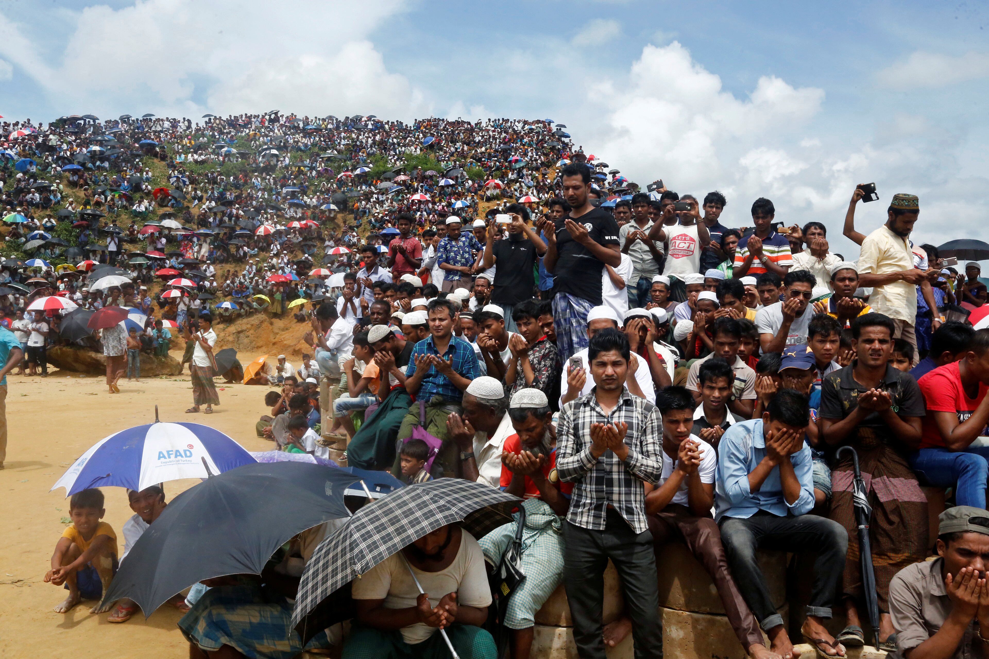 Rohingya refugees take part in a prayer as they gather to mark the second anniversary of the exodus at the Kutupalong camp in Cox's Bazar, Bangladesh, August 25, 2019. REUTERS/Rafiqur Rahman
