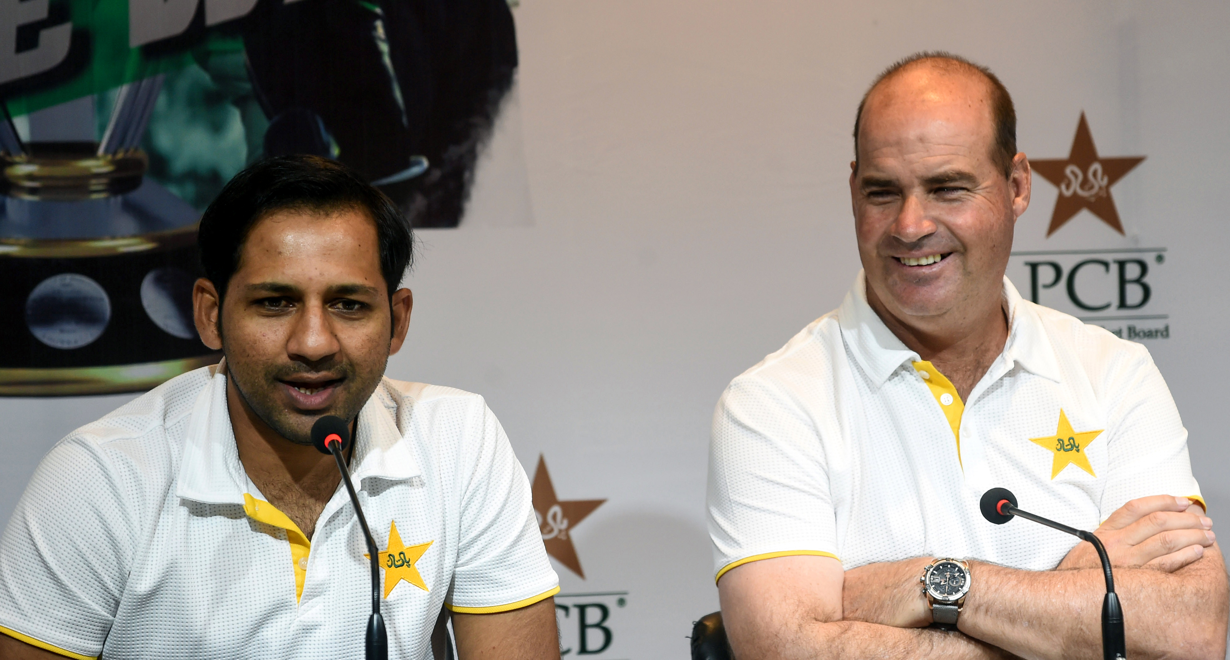 Pakistani cricket captain Sarfraz Ahmed (L) speaks to media next to South African coach Mickey Arthur during a press conference in Lahore (RIF ALI/AFP/Getty Images)