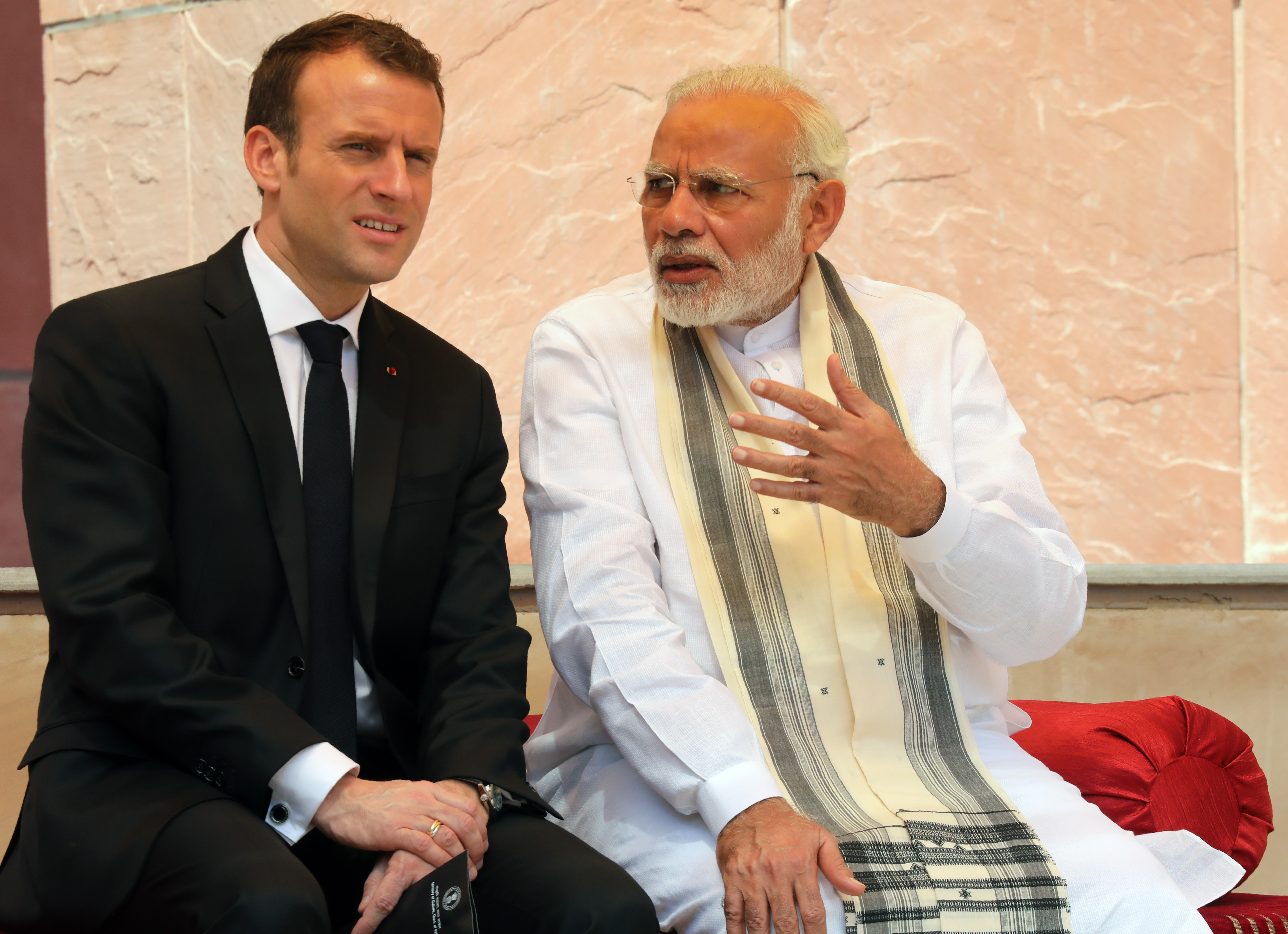 French President Emmanuel Macron (L) and Indian Prime Minister Narendra Modi (LUDOVIC MARIN/AFP/Getty Images)