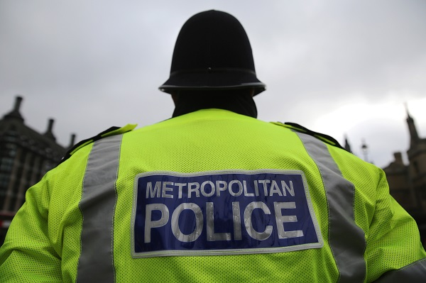 Metropolitan police rushed to a building near the North Brixton Islamic Cultural Centre on Brixton Road in south London on Wednesday (1), following reports of spray-painted slogans on a building near the centre (Photo: Dan Kitwood/Getty Images).