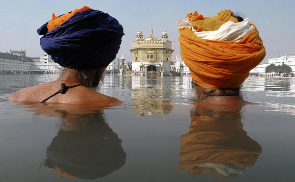 In summer, visitors to Amritsar's Golden Temple face sweltering temperatures of up to 50°C. Religious experts have urged pilgrims to undertake training to prepare themselves for the heat by applying lots of sunscreen and taking plenty of water (Photo: NARINDER NANU/AFP/Getty Images).