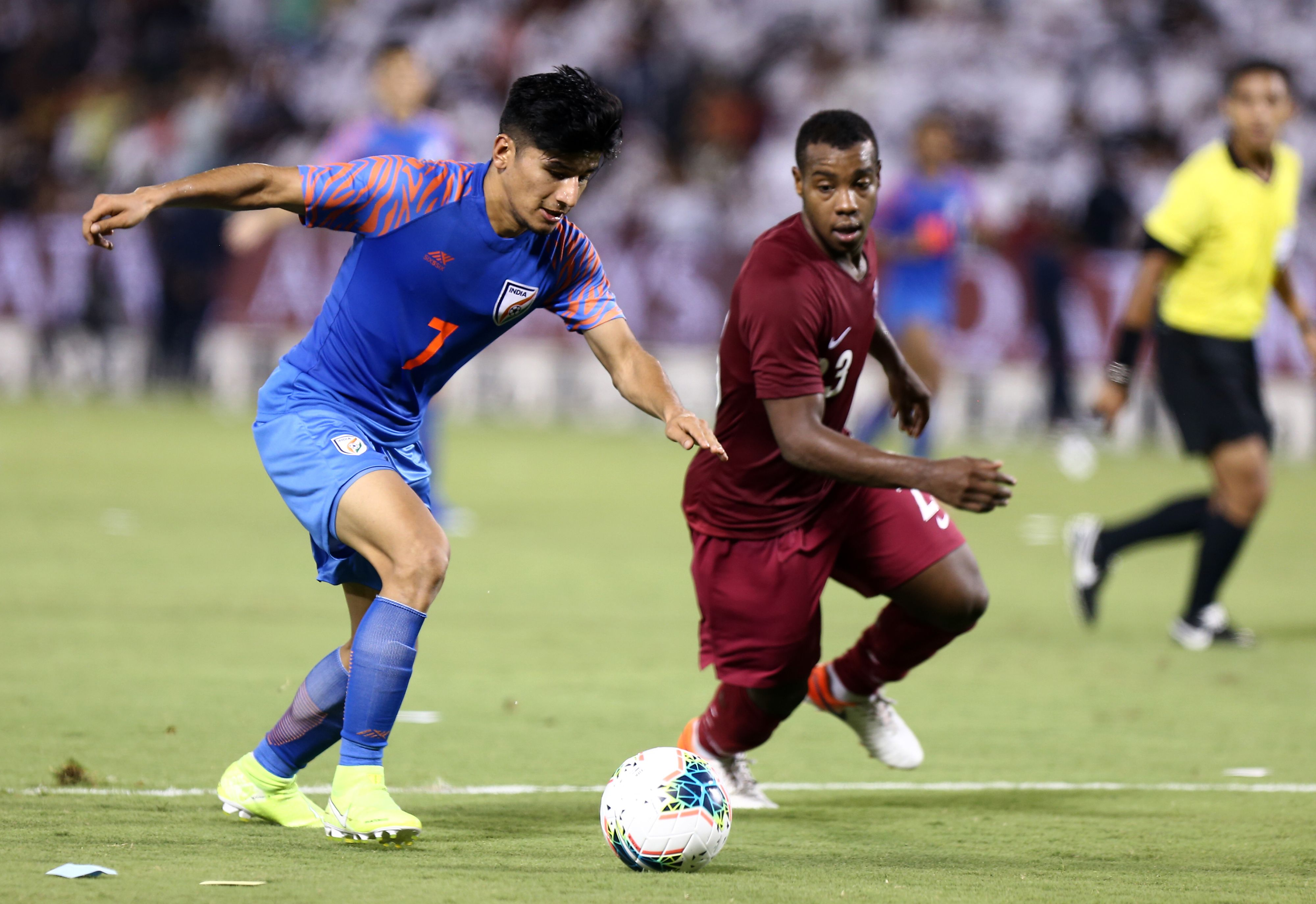 India's midfielder Anirudh Thapa (L) vies for the ball against Qatar's defender Assim Madibo (AFP/Getty Images)