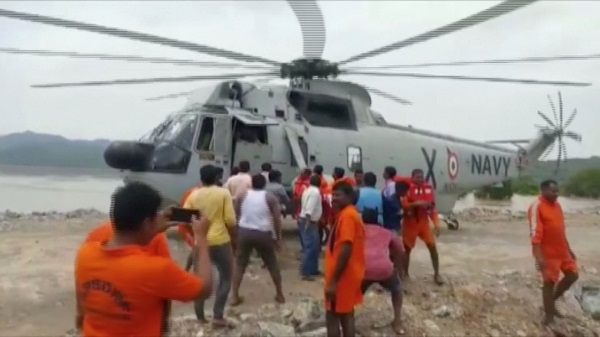 Video grab of India's National Disaster Response Force (NDRF) personnel standing next to a navy helicopter by the bank of the Godavari River after a tourist boat capsized (Photo: Reuters).