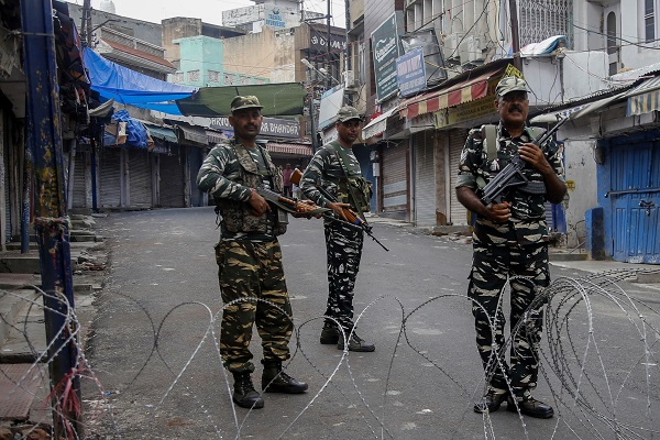 """""""Journalists are handicapped and unable to get confirmation about ground situation due to this communication blockade. The restrictions are totally unwarranted and unreasonable and aimed at gagging the Kashmir press,"""" the KPC said (Photo: RAKESH BAKSHI/AFP/Getty Images)."""