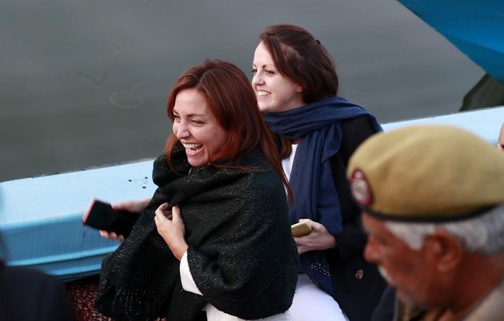 European Union lawmakers enjoy a boat ride at Dal Lake in Srinagar, October 29, 2019 (REUTERS/Danish Ismail).