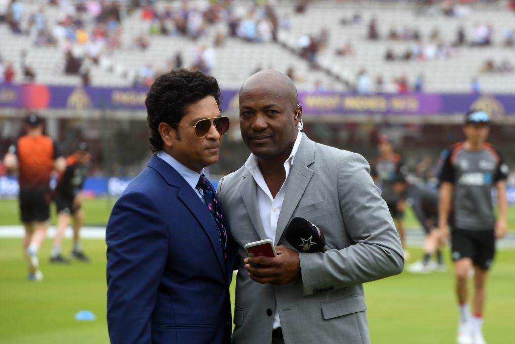 Former Indian cricketer Sachin Tendulkar (L) and former West Indies cricketer Brian Lara (DIBYANGSHU SARKAR/AFP/Getty Images)