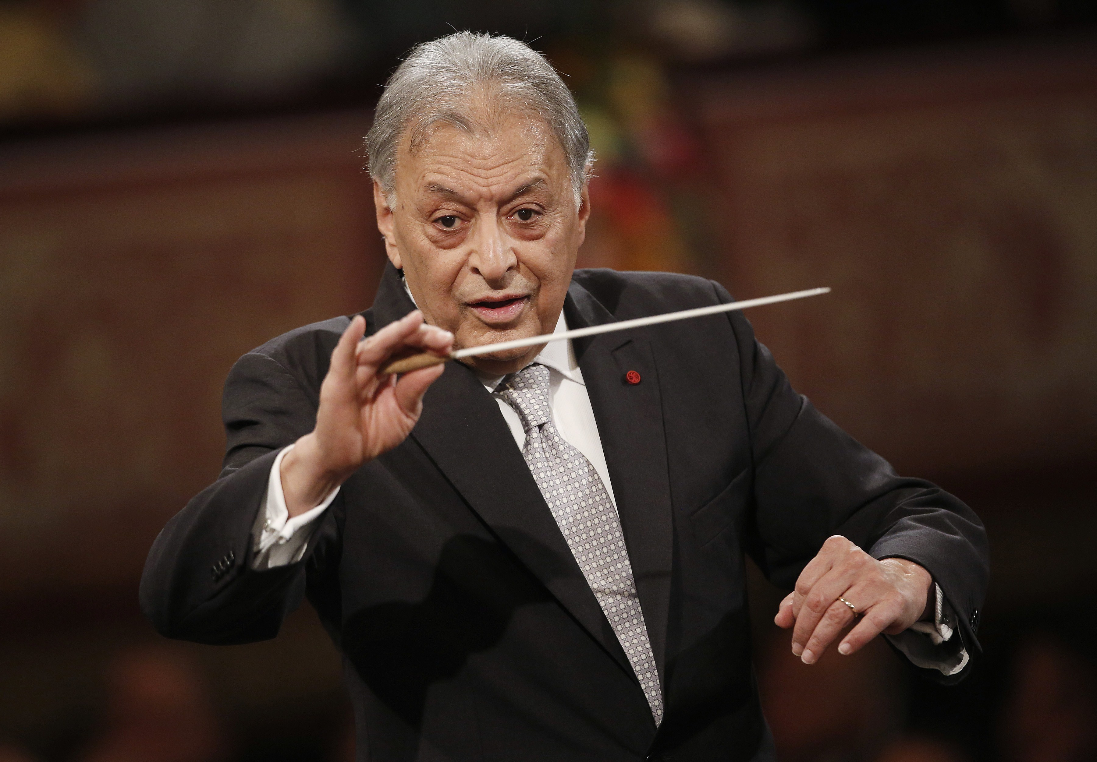 Indian conducter Zubin Mehta performs with the Vienna Philharmonic Orchestra during the New Year's Concert at the Golden Hall of the Musikverein on January 1, 2015 in Vienna. AFP PHOTO / DIETER NAGL