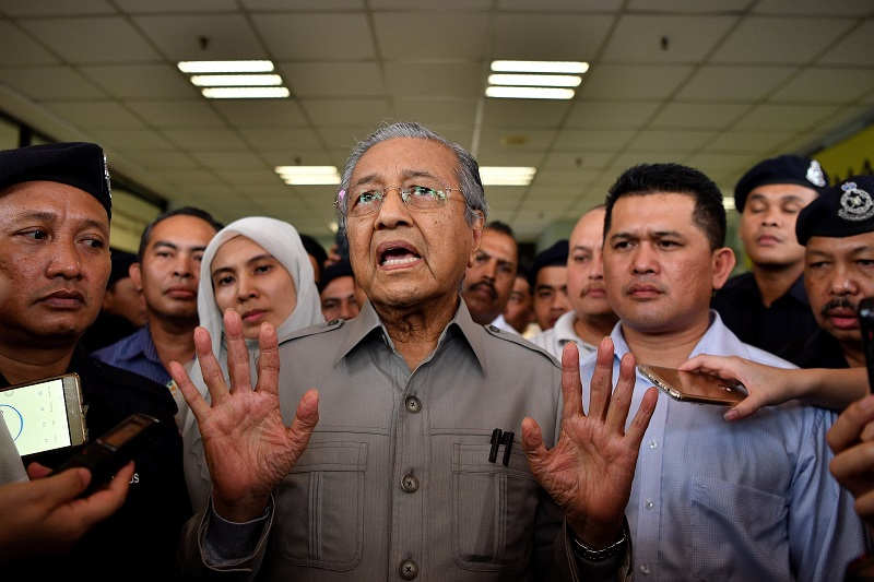 The impasse could exacerbate what Mahathir described as a trade war between the world's second biggest producer and exporter of the commodity and its biggest buyer so far this year (Photo: MANAN VATSYAYANA/AFP/Getty Images).