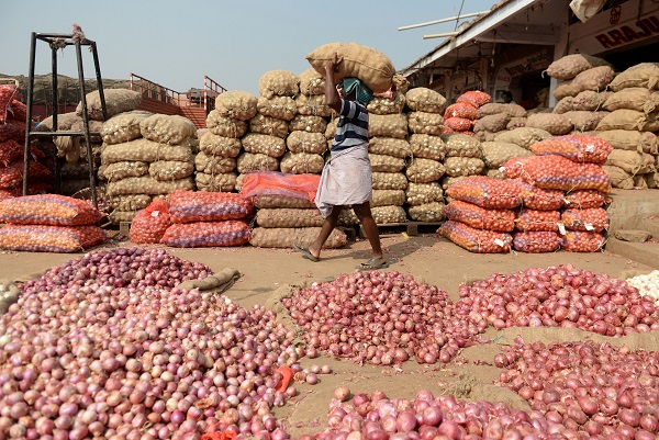 Last Sunday New Delhi banned all exports from India after local prices jumped to Rs 4,500 ($63.30) per 100 kilograms, their highest in nearly six years, due to the delay in summer-sown crop arrivals triggered by longer, heavier rains than usual (Photo: ARUN SANKAR/AFP/Getty Images).