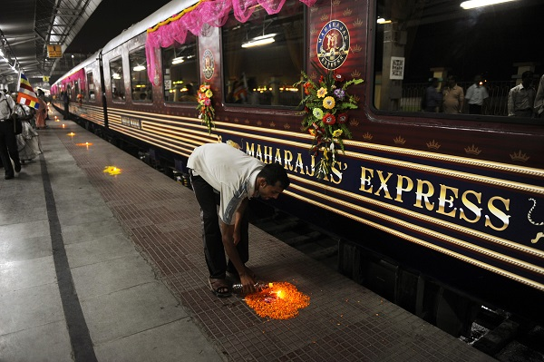 Indian railway workers failed to return to work on Monday. ((DESHAKALYAN CHOWDHURY/AFP/Getty Images)
