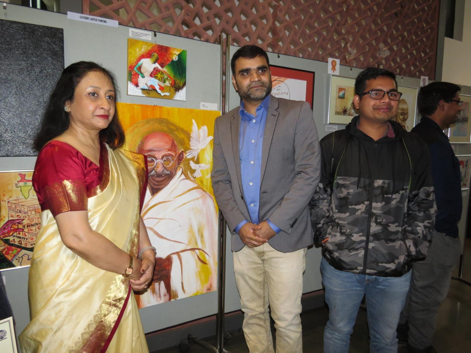 Mukta Dutta Tomar (L), India's Ambassador to Germany, inaugurated an art exhibition commemorating the 150th birth anniversary of Mahatma Gandhi at the Embassy of India, Berlin on October 2, 2019. (Photo: Embassy of India in Berlin, Germany)