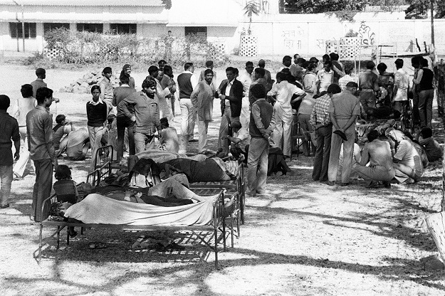 Victims of the Bhopal tragedy wait to be treated on December 04, 1984 at Bhopal's hospital where a poison gas leak from the Union Carbide factory killed 20000 persons and injured around 300000. The tragedy occurred when a storage tank at a pesticide plant run by Union Carbide exploded and poured cyanide gas into the air, immediately killing more than 3,500 slum dwellers (Photo: BEDI/AFP via Getty Images).
