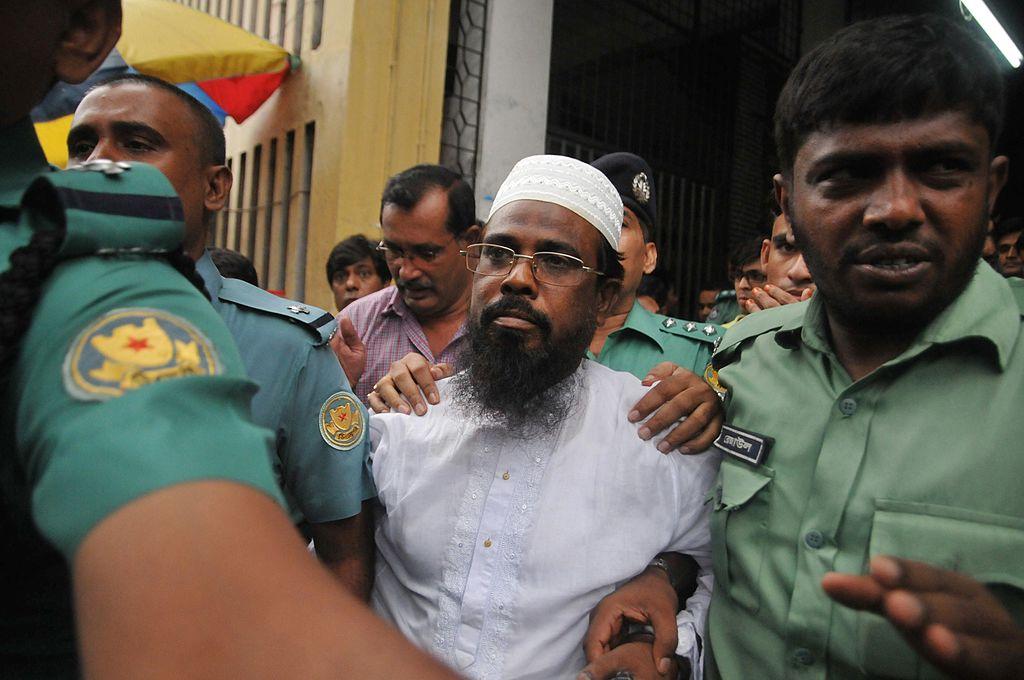 Bangladeshi Harkat-ul Jihad al Islami (HUJI) leader Mufti Abdul Hannan (C) was executed in 2017. (STR/AFP via Getty Images)