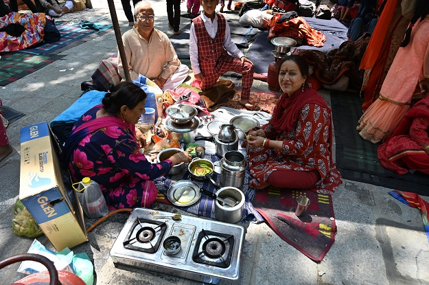 A Kashmiri Pandit family prepare food at the Mata Kheer Bhawani Temple during its annual festival in the village of Tullamulla, some 20 km from Srinagar (Photo: TAUSEEF MUSTAFA/AFP via Getty Images).