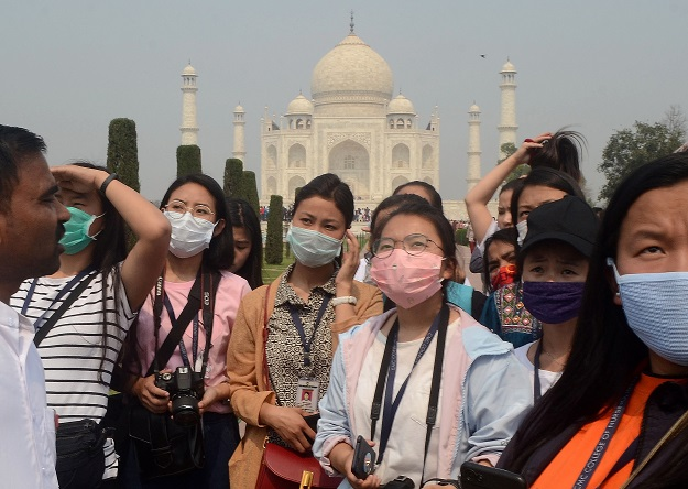Tourists wearing protective masks are pictured at the historic Taj Mahal in Agra,India, March 3, 2020 (Photo: REUTERS/Stringer).
