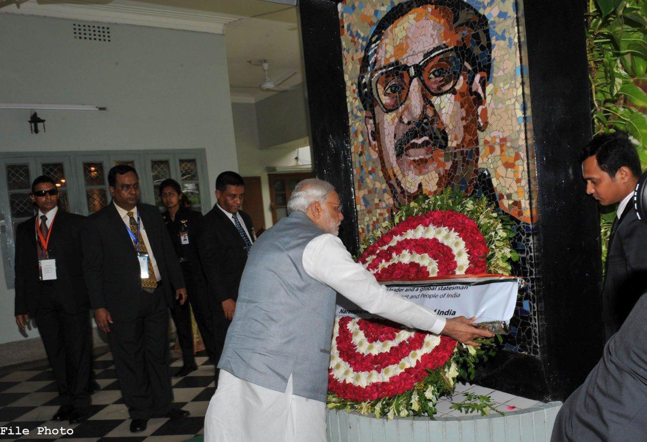 FILE PHOTO: Indian prime minister Narendra Modi pays tributes to Bangabandhu Sheikh Mujibur Rahman. (Photo: Twitter)