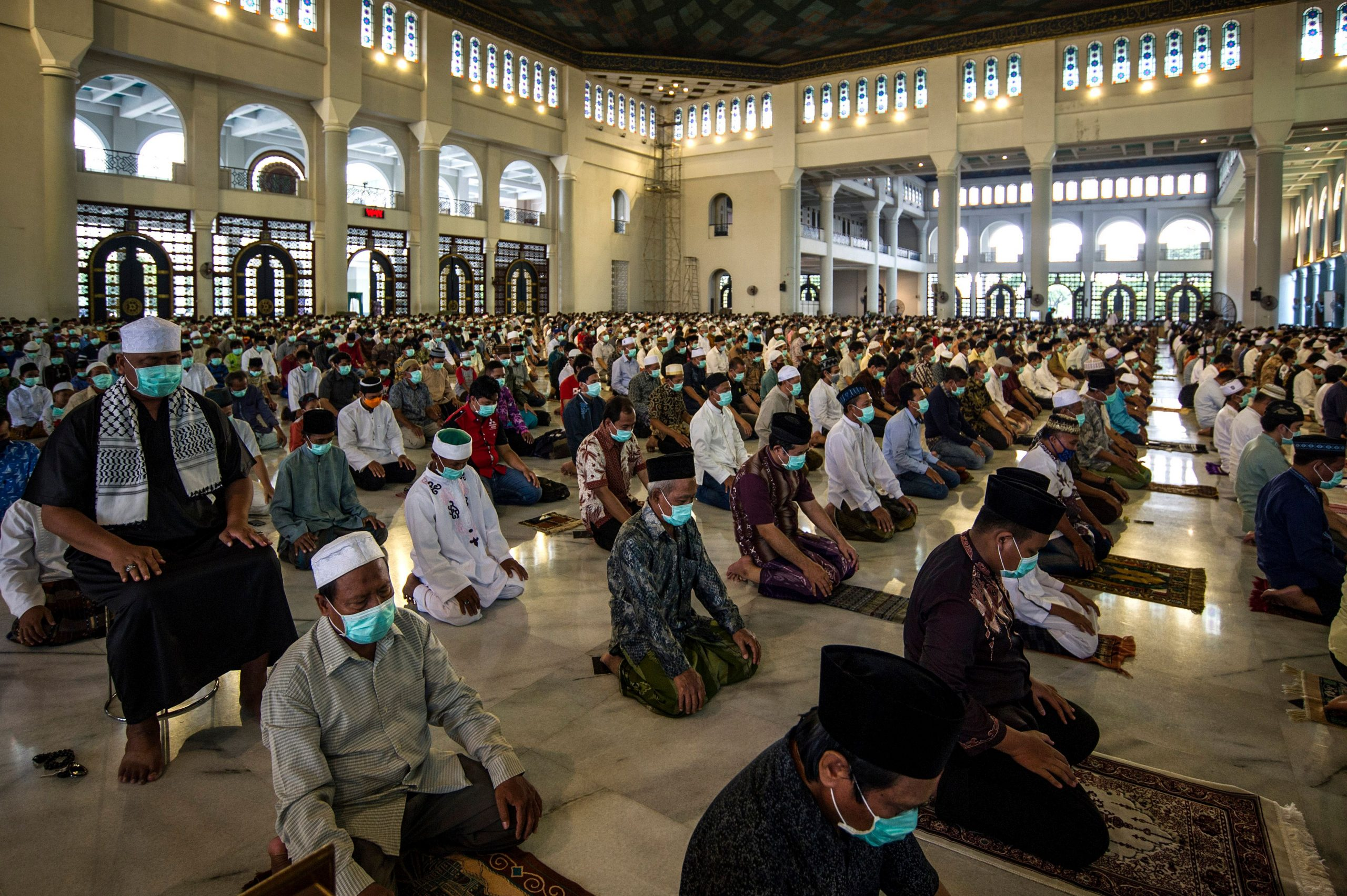 Indonesians attend Friday prayers at a mosque in Surabaya, East Java on March 27, 2020. (Photo by JUNI KRISWANTO / AFP) (Photo by JUNI KRISWANTO/AFP via Getty Images)