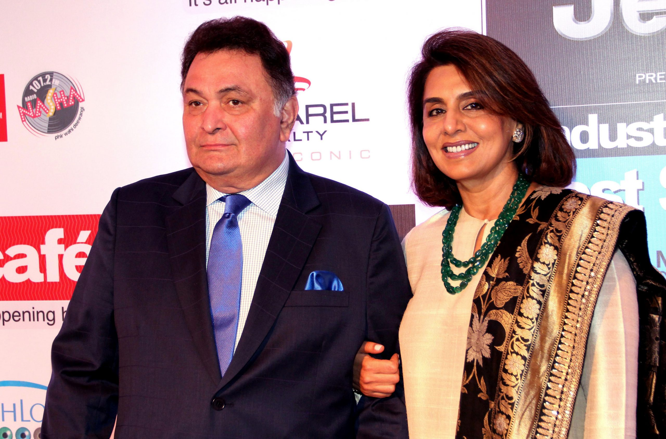 The late Rishi Kapoor (L) and actress Neetu Kapoor . (STR/AFP via Getty Images)