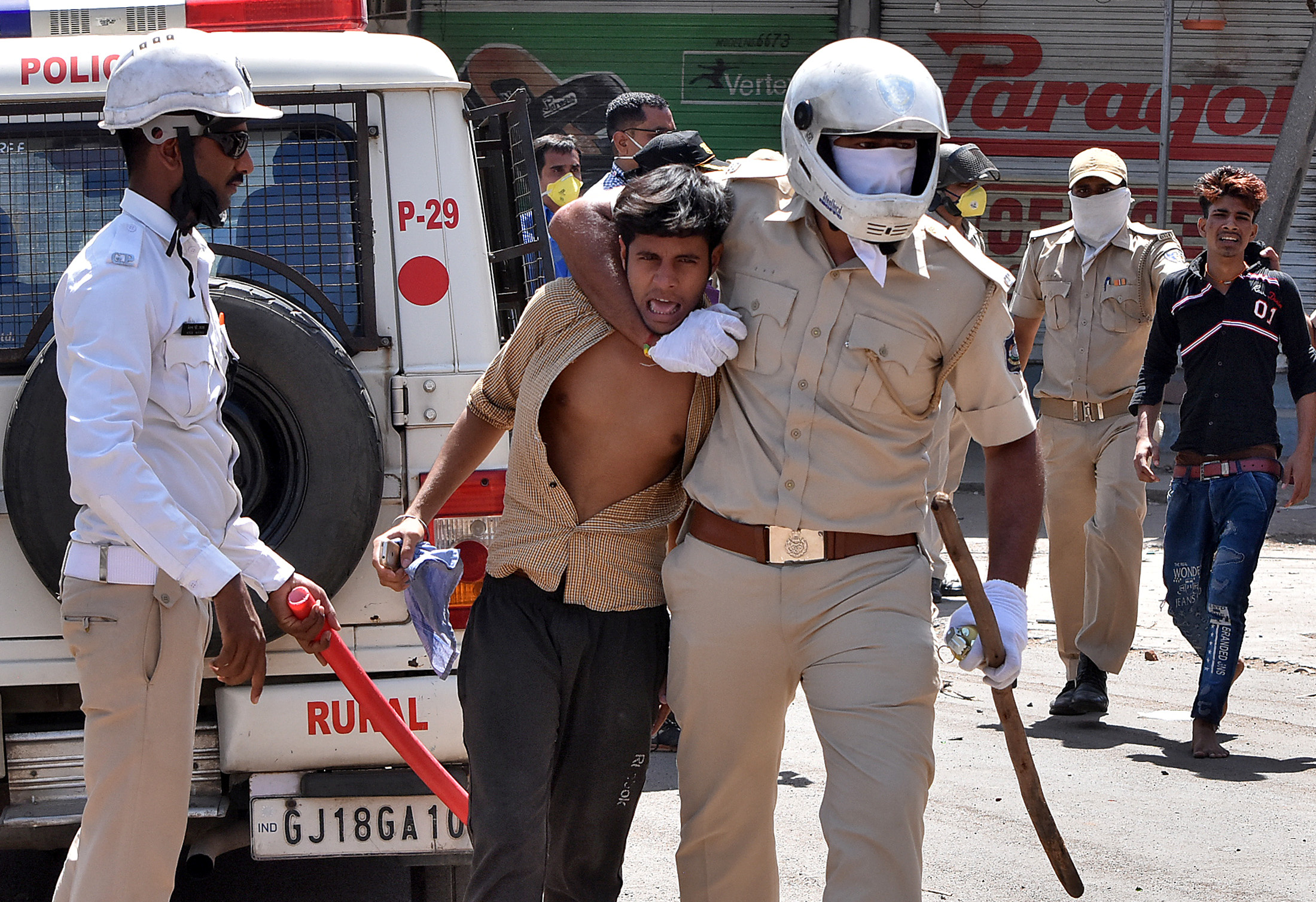 Police officers detain men during a protest by migrant workers demanding to return to their home states, during an extended nationwide lockdown to slow the spreading of the coronavirus disease (COVID-19), in Surat, India, May 4, 2020. REUTERS/Stringer NO ARCHIVES. NO RESALES.