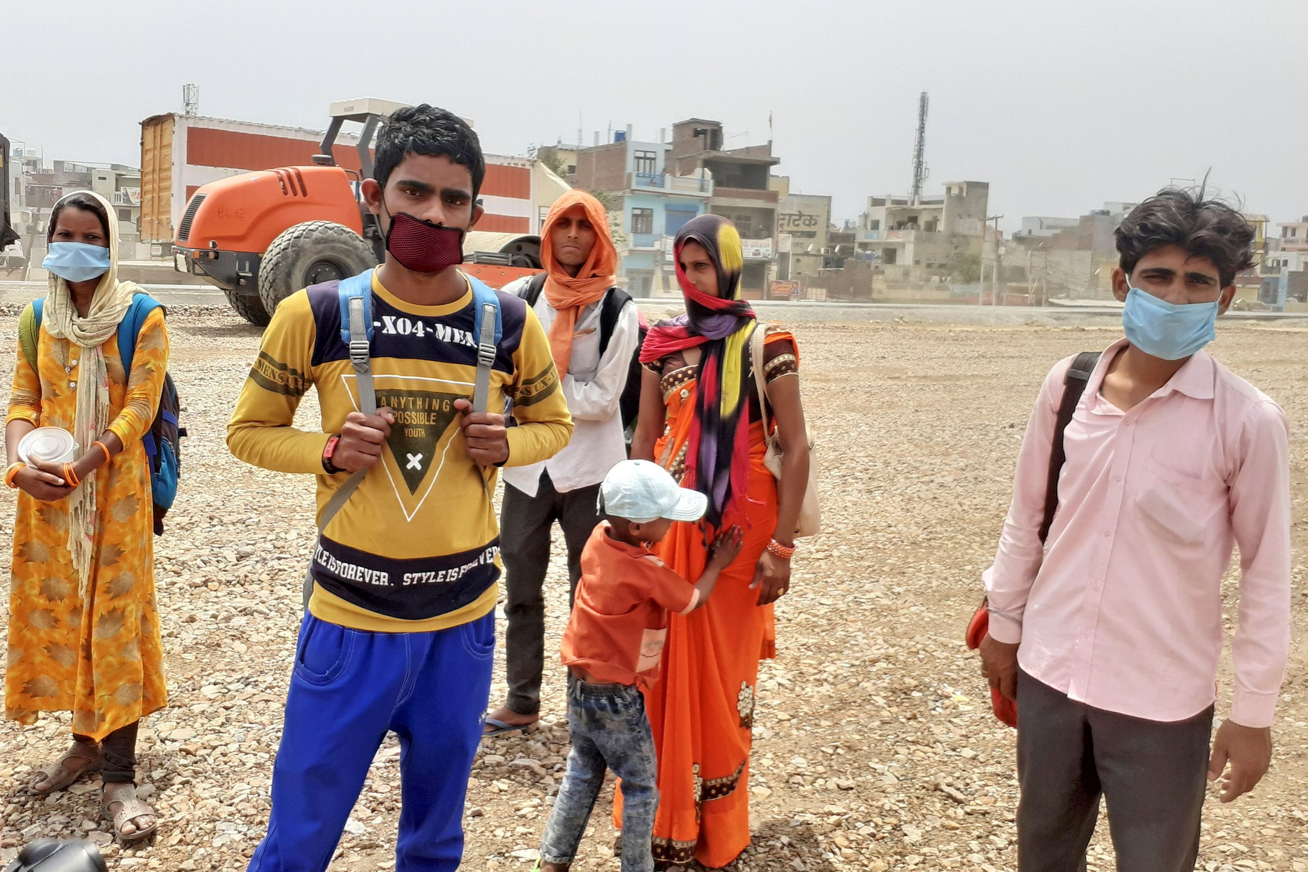 Migrant labourer Manish Verma (2nd L) stands along with his family and neighbours on the national highway during a government-imposed nationwide lockdown as a preventive measure against the COVID-19 coronavirus, in Ghaziabad. - Indian Prime Minister Narendra Modi's grand announcement of a $265-billion rescue package for the Indian economy is little comfort to Manish Verma, one of millions left destitute and desperate 50 days into a crippling coronavirus lockdown. (Photo by Abhaya SRIVASTAVA / AFP)
