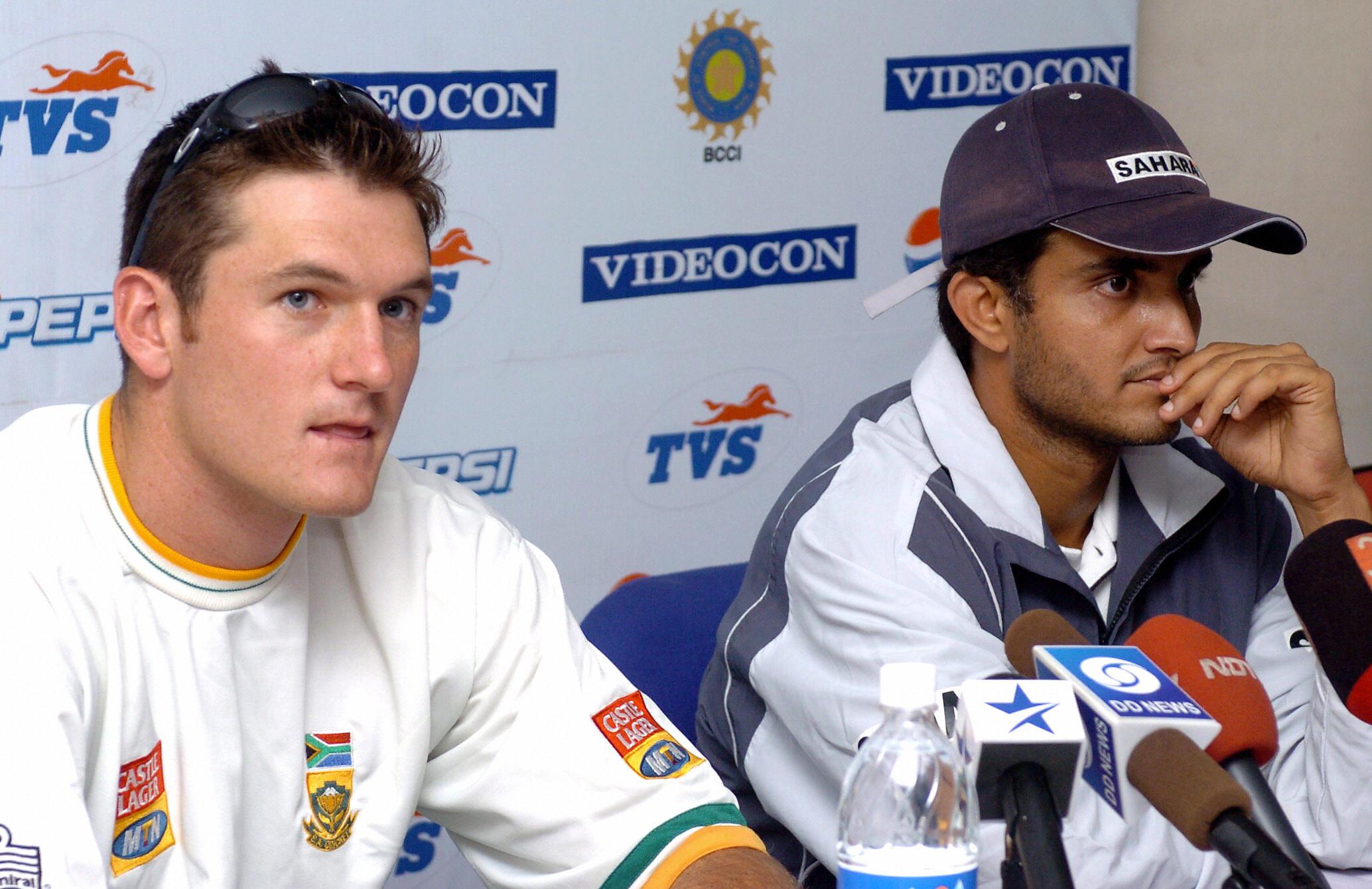 Graeme Smith (L) and Sourav Ganguly (R)  (PRAKASH SINGH/AFP via Getty Images)