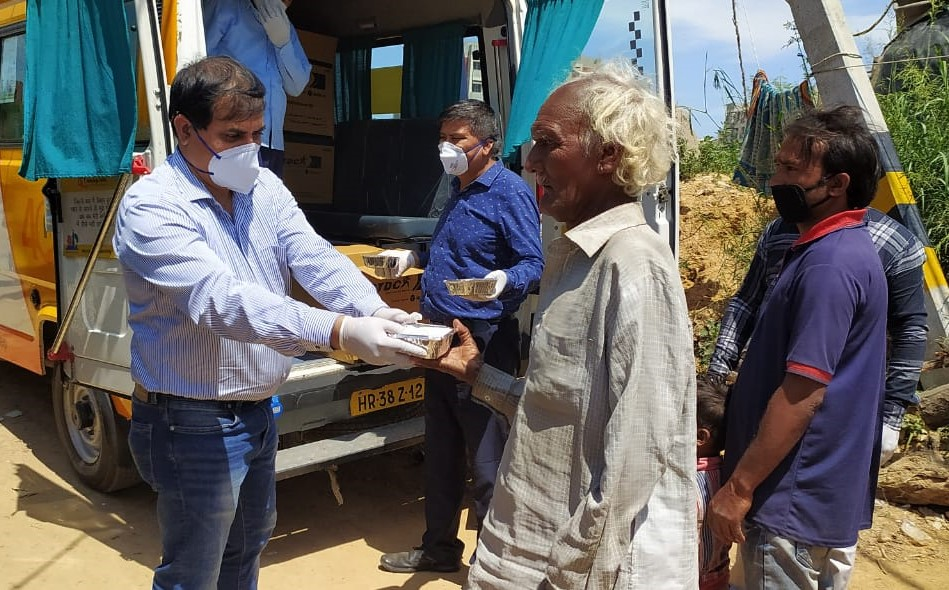 HelpAge India volunteers distribute food packets to impoverished elderly people in north India.