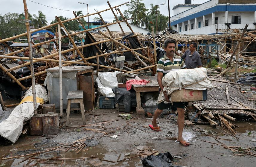 A man salvages his belongings from the rubble of a damaged shop after Cyclone Amphan made its landfall, in South 24 Parganas district in the eastern state of West Bengal, India, May 21, 2020. REUTERS/Rupak De Chowdhuri