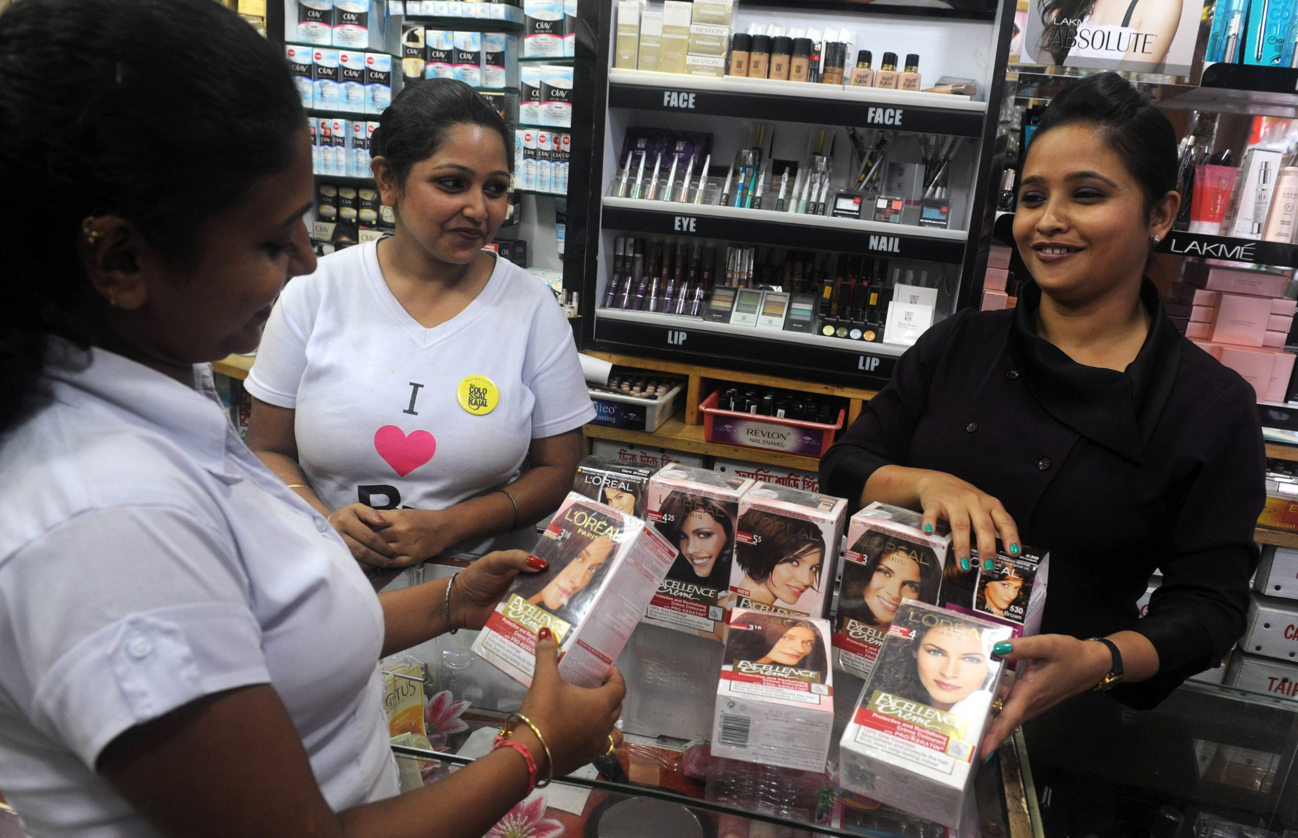 An Indian employee of a costemic shop displays L'oreal products in Siliguri on September 15,2012. Indian newspapers hailed September 15 a 'rush of reforms' unveiled by the government which has thrown open the retail and aviation sectors as well as tackled fuel subsidies in highly contentious moves. Shopkeepers, opposition parties and even an ally in the national coalition opposed the move on the grounds that it would destroy the livelihoods of the small business owners who dominate the retail sector. AFP PHOTO/Diptendu DUTTA        (Photo credit should read DIPTENDU DUTTA/AFP/GettyImages)