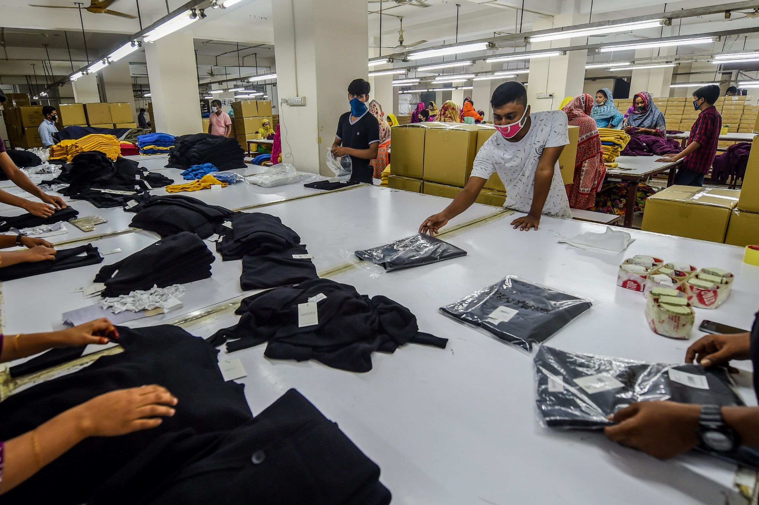 STRUGGLING: Bangladeshi workers make garments for leading Western fashion retailers (Photo credit: MUNIR UZ ZAMAN / AFP)