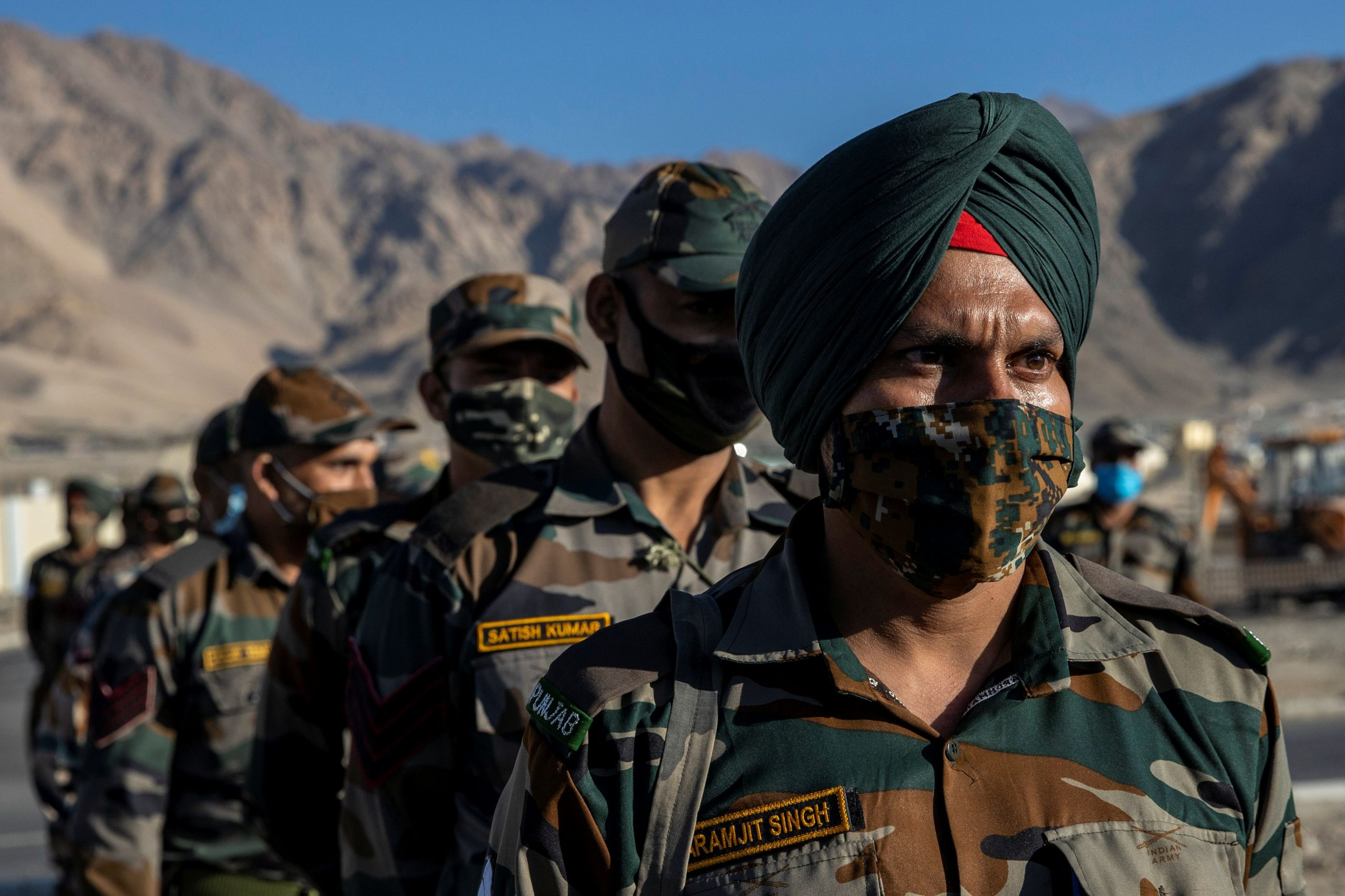 Indian soldiers stand in a formation after disembarking from a military transport plane at a forward airbase in Leh, in the Ladakh region, September 15, 2020. (REUTERS/Danish Siddiqui)
