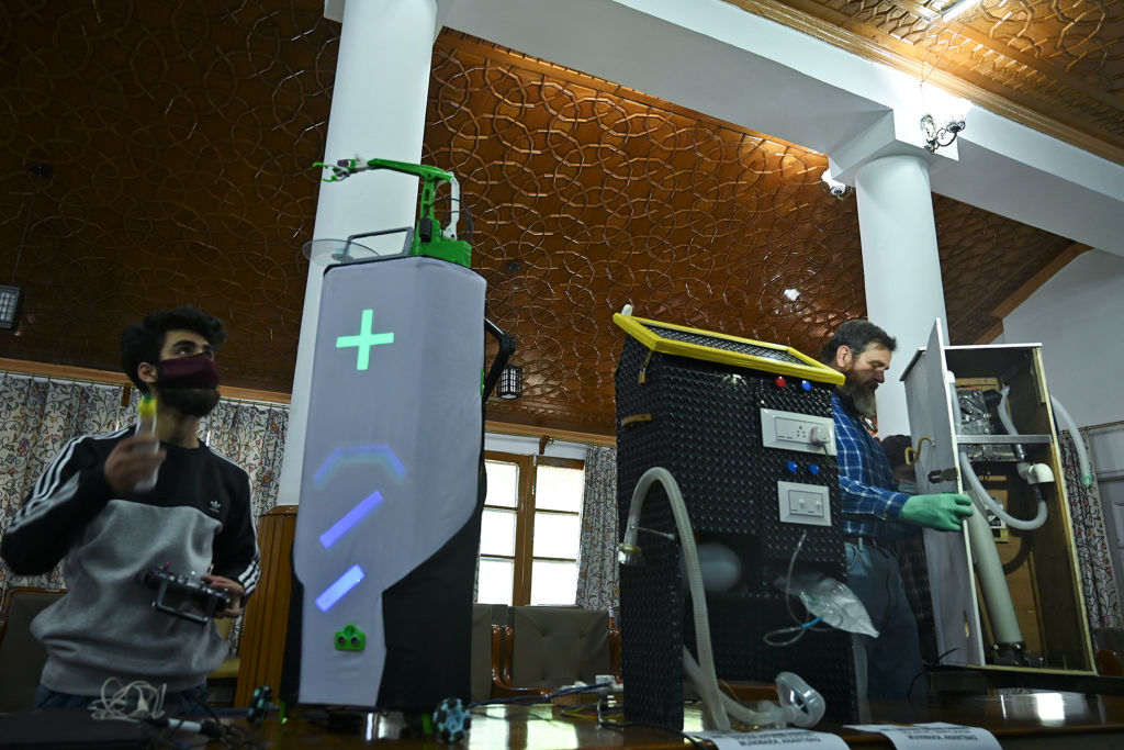Students prepare prototypes during the 'COVID-19 Open Innovation Challenge' organised by the the Innovation, Incubation Entrepreneur Development (IIED) Center-NIT Srinagar, Kashmir. (Photo: TAUSEEF MUSTAFA/AFP via Getty Images)