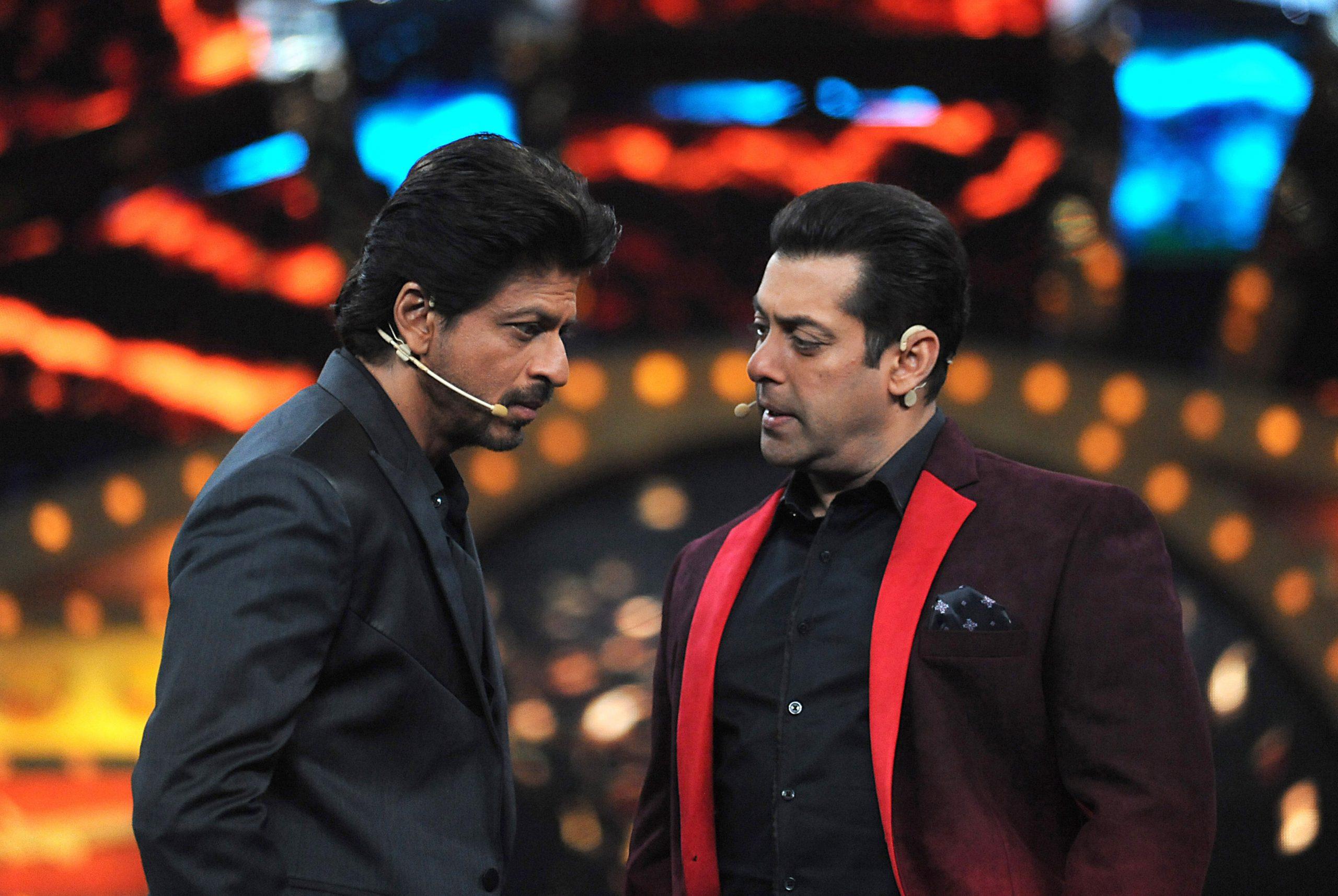 Shah Rukh Khan (L) and Salman Khan (Photo credit: SUJIT JAISWAL/AFP via Getty Images)