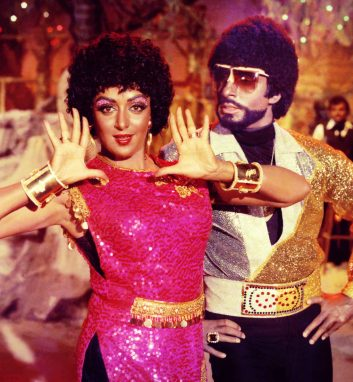 E-GUIDE - BLACK MARK: Amitabh Bachchan and Hema Malini in Desh Premee